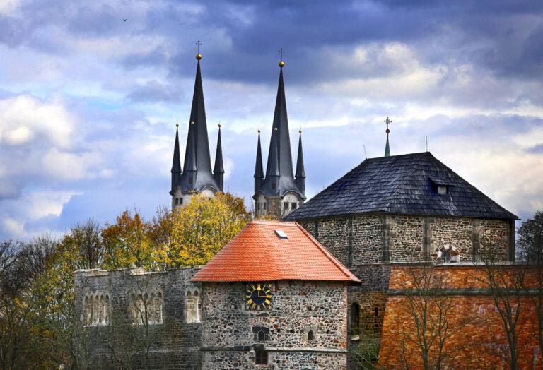 Chebský hrad a věže kostela sv. Mikuláše