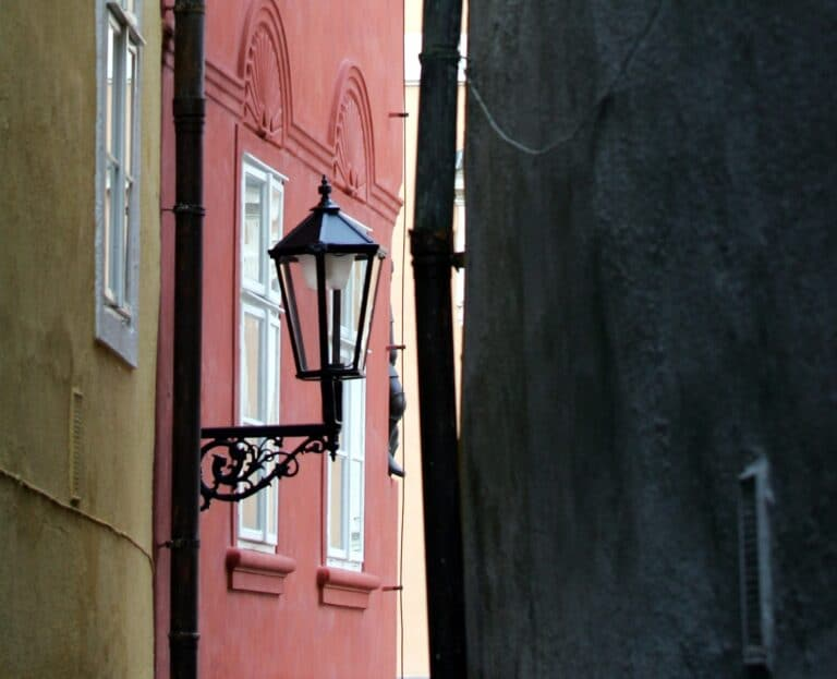 Cheb, 11.1.2012, Špalíček dostal nové, historicky vyhlížející lampy, postupně by se měly rozšířit na celou památkovou zónu