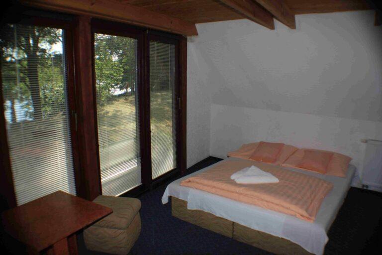 pokoj1-postel-1